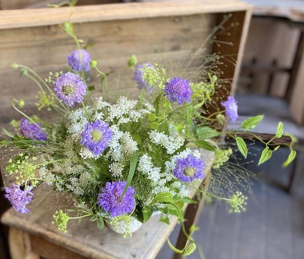 小花でナチュラルアレンジメント